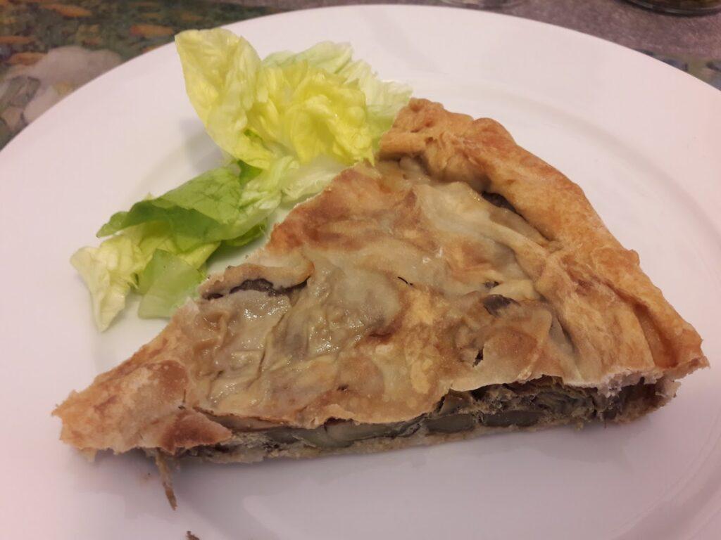 Torta salata: qualunque sia l'ingrediente protagonista, sarà semplice e aggiungerà valore al ripieno l'aggiunta di piccoli avanzi di carne, salumi o formaggi